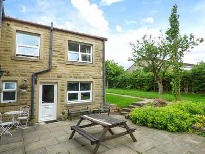 Photo for LAUREL BANK COTTAGE, pet friendly, with a garden in Embsay, Ref 803