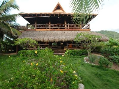 Villa Villa Kula. Our earthy elegant villa with yoga studio and on sight staff.