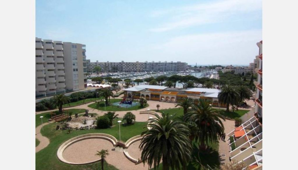 APPARTEMENT 2 PIECES TOUT CONFORT VUE PORT - PARKING