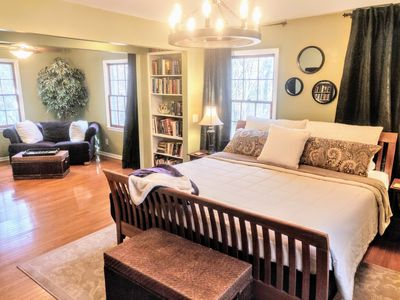 Luxurious & Peaceful 3 bdrm Apt in Wooded Milton Home