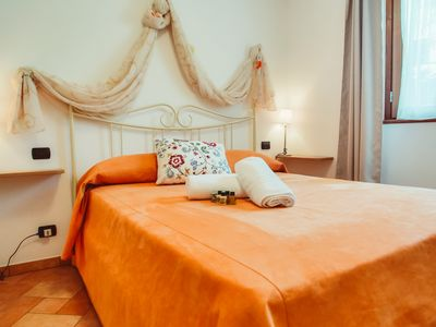 Photo for A 2-minute drive from the historic center, the famous villas and ferry embarkation