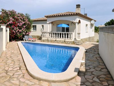 Photo for - House with private pool in Riells