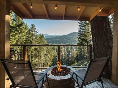 Photo for Romantic Couple's  Retreat, Views, Hot Tub and Fido OK at the Das Tree Haus