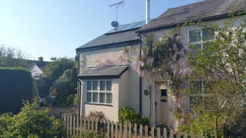 Beautifully Located, Newly Renovated Cottage With Open Fires And Excellent Pubs