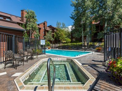Photo for Lovely large condo w/ shared clubhouse, pool, hot tubs, sauna & winter shuttle