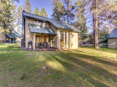 Photo for Cozy cabin with deck, shared pools, tennis & more - SHARC passes included!