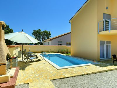 Photo for This 6-bedroom villa for up to 10 guests is located in Liznjan/Ližnjan and has a private swimming po