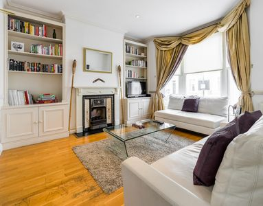 Photo for Spacious house sleeps 7, perfect for groups, 2min walk to local amenities