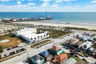 Location - A prime location just 1 block from the beach, Seawall Boulevard, and the historic Pleasure Pier.