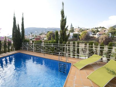 Photo for Cosy apartment for 6 people with WIFI, private pool, TV and parking