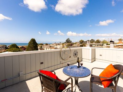 Remodeled Beach House With Ocean View ~ Walk to Beach~Roof Top Deck