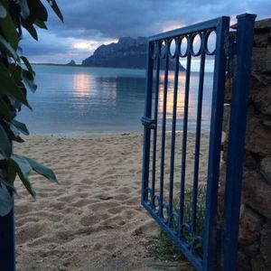 "Photo for Maison ""The Little Gate"", seaside paradise."