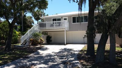 PRIVATE BEACH HOUSE WITH DECK, WALK ACROSS STREET TO BEACH, PET FRIENDLY