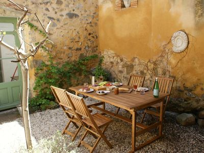 Photo for Delightful House, courtyard, sleeps 2-6: nr Carcassonne, Canal du Midi, wineries