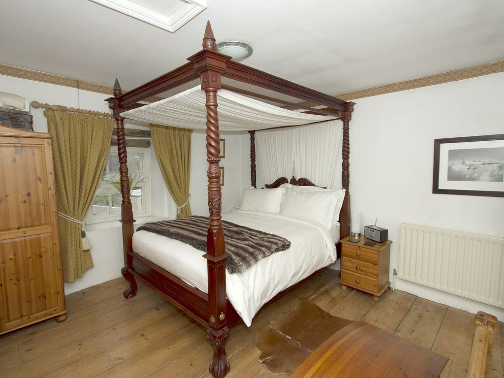 Bedroom With King Size Hand Carved 4 Poster Bed