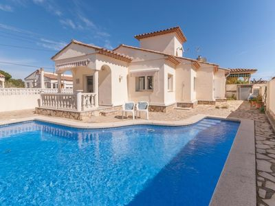 Photo for Holiday home with private swimming pool in L'Escala, at 1 km from the beach