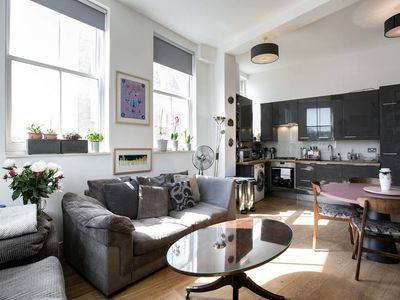 Photo for Quirky 2 Bed Apartment Next to the River Thames