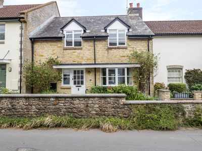 Photo for BRIAR COTTAGE, pet friendly, with a garden in Beaminster, Ref 964841