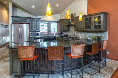 Gourmet Kitchen with Breakfast Bar for 5