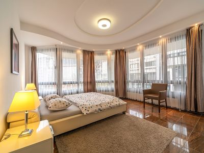 Photo for Large Luxury Apartment - Centrally Located - 5 Rooms - 146 sqm