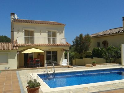 Photo for Holiday home with a private swimming pool in L'Escala at 1km from the beach.