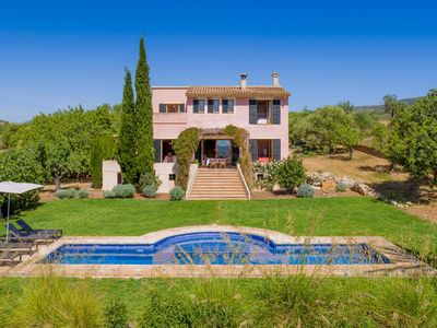 Photo for Magnificent villa with great outdoor area and private pool in Sant Llorenç