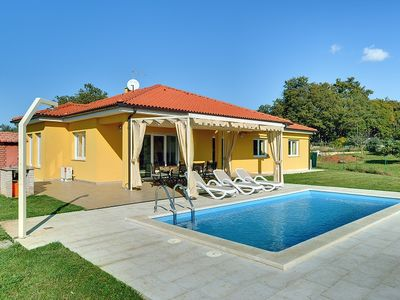 Photo for Modern villa with private pool, 4 bedrooms, washing machine, air conditioning, WiFi, large garden and barbecue near Rovinj
