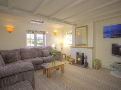 Photo for Beautiful dog friendly holiday home for 6 near a sandy beach and Padstow.