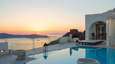 Photo for THE COSMOPOLITAN QUEEN OF SANTORINI. COLLECTION DELUXE 3 BEDROOM VILLA WITH INFINITIVE POOL AND AMAZING VIEWS OF CALDERA-SUNSET-VOLCANO