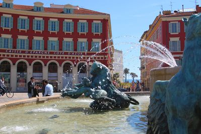 Our Villa apartment in Place Massena 70 yrds from the beach, Old Town, shopping.
