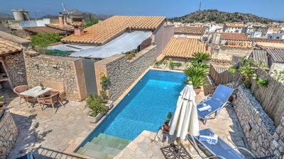 Photo for Great townhouse, pool, air con, centre of town