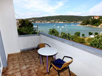 Photo for One bedroom apartment with terrace and sea view Supetarska Draga - Donja, Rab (A-2022-b)