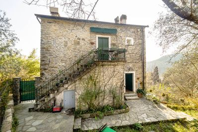 Il Casone (Piano Sportivo): a typical Ligurian cottage amidst olive grows