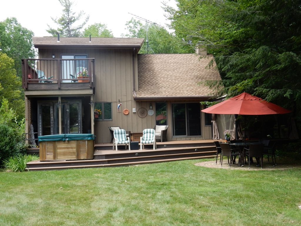 Beautiful lakefront home on tree lined property in the for Lake cabins for rent in massachusetts
