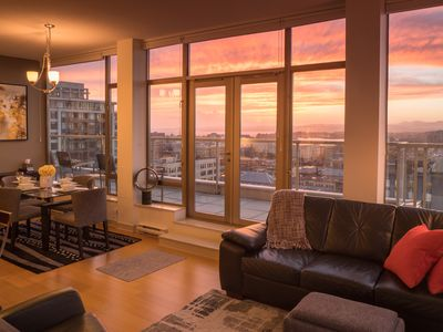 """Photo for 1403 WEST  The """"Everything is just down the street"""" Suite! LUXURY MONTHLY RENTAL"""