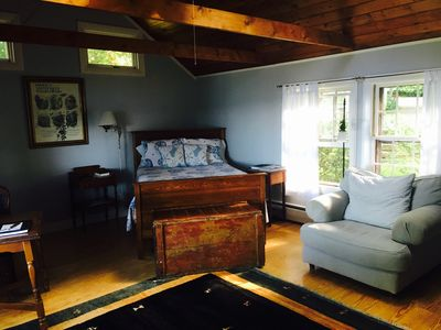 Waterfront on private lane stone steps to vrbo for Master bedroom downstairs