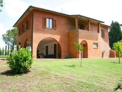 Photo for Stunning private villa for 12 people with private pool, WIFI and parking, close to Montepulciano