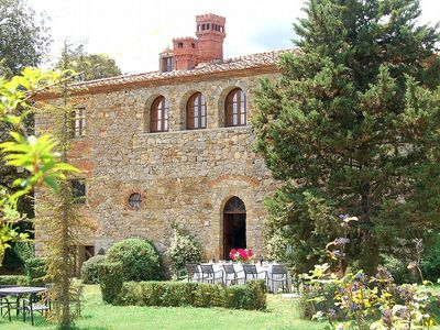 Villa Doralicia B: A characteristic and welcoming two-story historical villa surrounded by the greenery, with Free WI-FI.