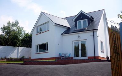Photo for STUNNING HOUSE WITH SEA VIEWS IN ABERPORTH. 10 MINS FROM WALK BEACH