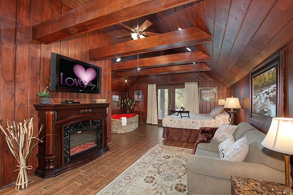 Free attraction tickets secluded romantic cabin hot tub for Cabin in gatlinburg with hot tub