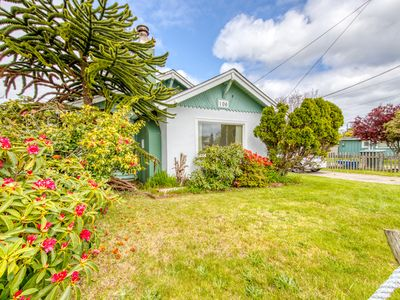 Photo for Charming dog-friendly cottage w/ enclosed yard - walk to the beach!