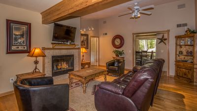 """Photo for Upper Canyon Lodging Co - """"Tanglewood"""" - Hot Tub, Open Concept - Great Views"""