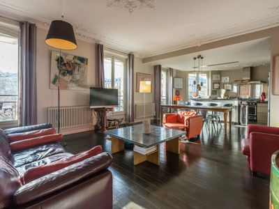 Photo for Bright and stylish 4 bedrooms, 2 bathrooms 150 sq mt apt, Latin Quarter.
