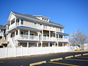 Beautifully Styled Luxury 3 Bedroom Townhouse Near the Boardwalk with Free WiFi and 2 Car Garage Only Steps to Beach!