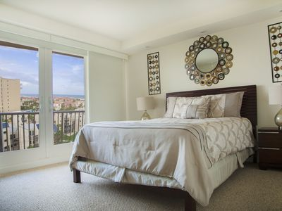 Comfortable condo in beachfront resort. Enjoy shared pools, jacuzzi, tennis and more. Pet Friendly
