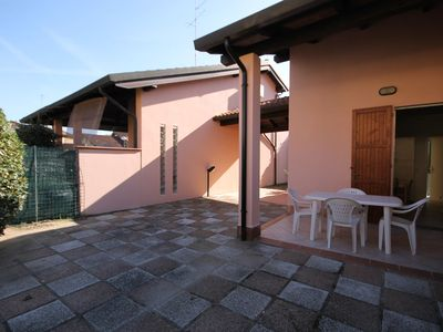 Photo for Spacious appartment with big garden and terrace. At 800m from the beach.