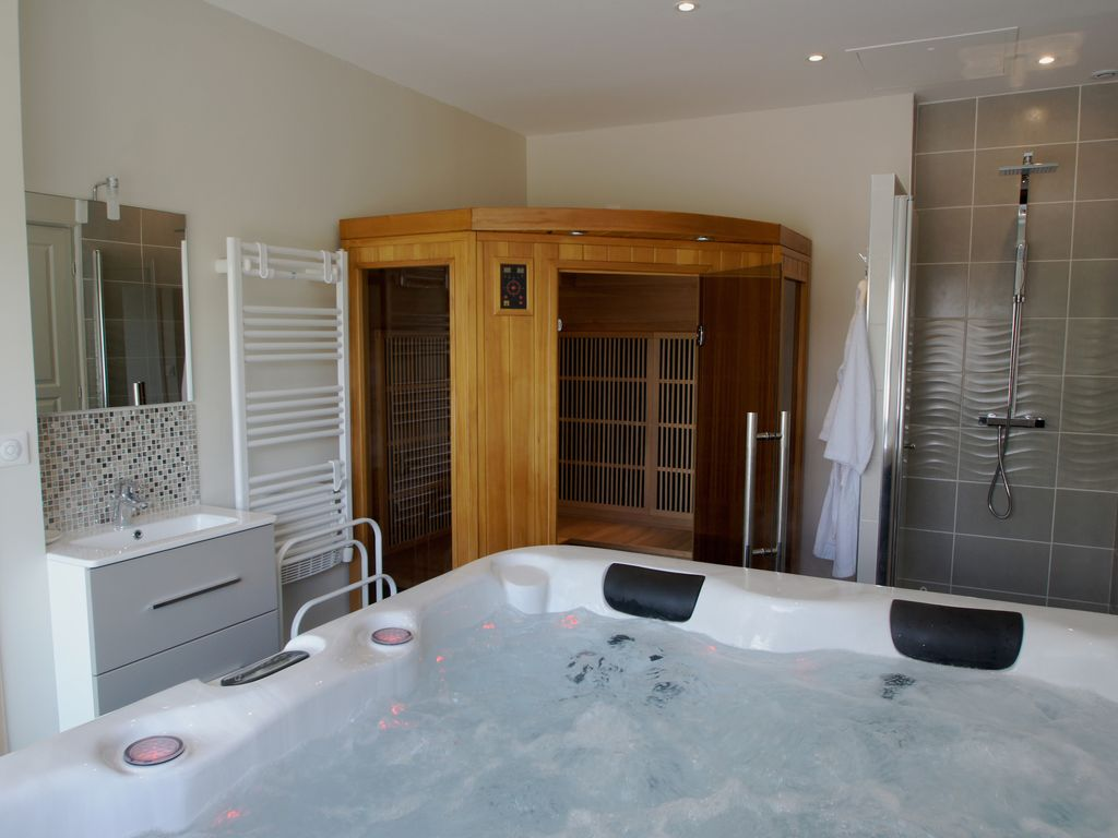 contemporary house with jacuzzi and sauna niort poitou charentes rentals. Black Bedroom Furniture Sets. Home Design Ideas