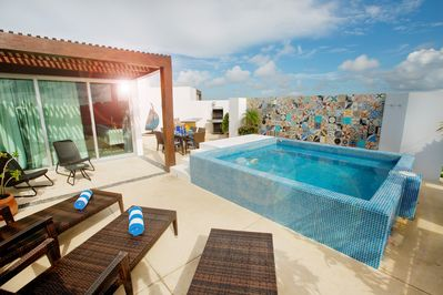 The plunge pool is the perfect place to cool off with a cerveza!