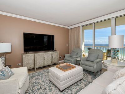 Photo for Spacious 3-bed, 3-bath beachfront end unit w/ balcony! 🌊