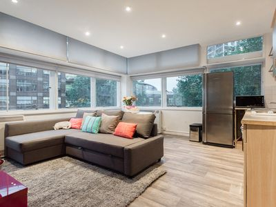 Photo for Bright Modern Central 2 bed Apartment - Elephant Suite
